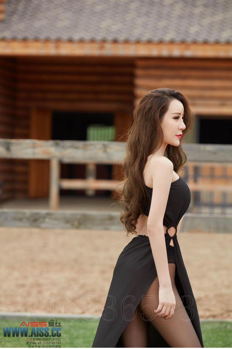 [AISS爱丝] 性感姐妹花陈雅漫&希雅黑丝美腿化身女骑士大尺度写真