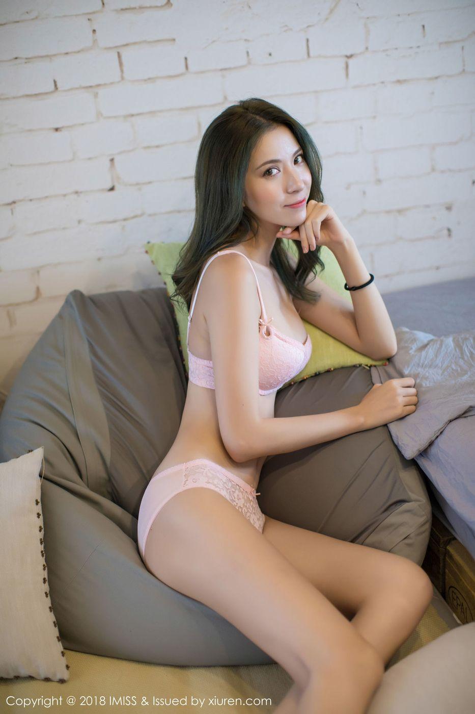 [IMiss爱蜜社] 气质美女陈良玲Carry黑丝美腿内衣诱惑主题写真 Vol.223