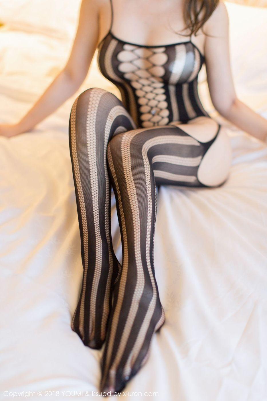 [YouMi尤蜜荟] 美女模特Egg-尤妮丝黑丝美腿牛仔裤大尺度写真 Vol.123