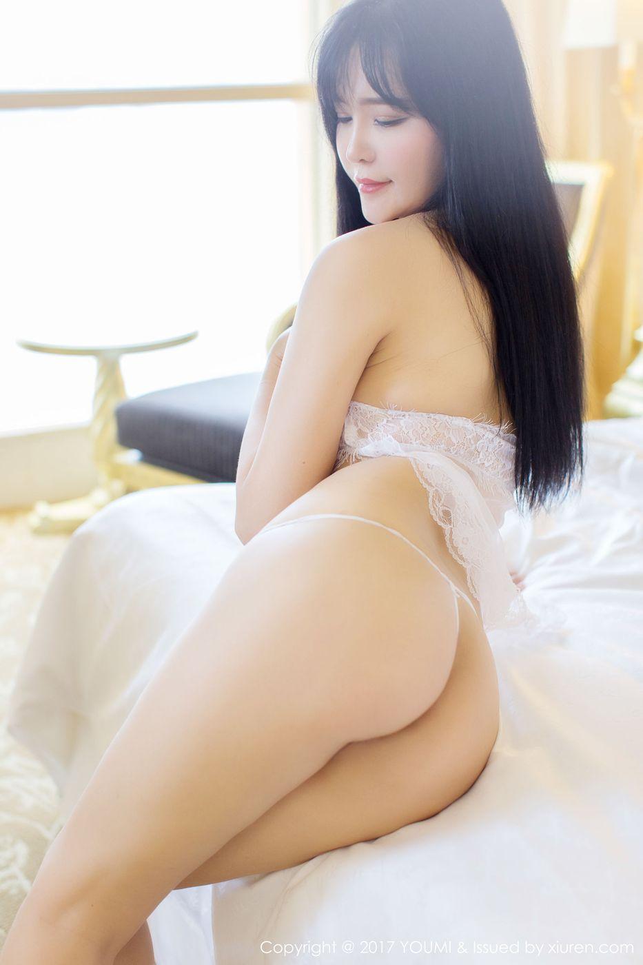 [YOUMI尤蜜荟] 性感女神刘钰儿透视吊裙丰胸美臀诱惑写真 VOL.065
