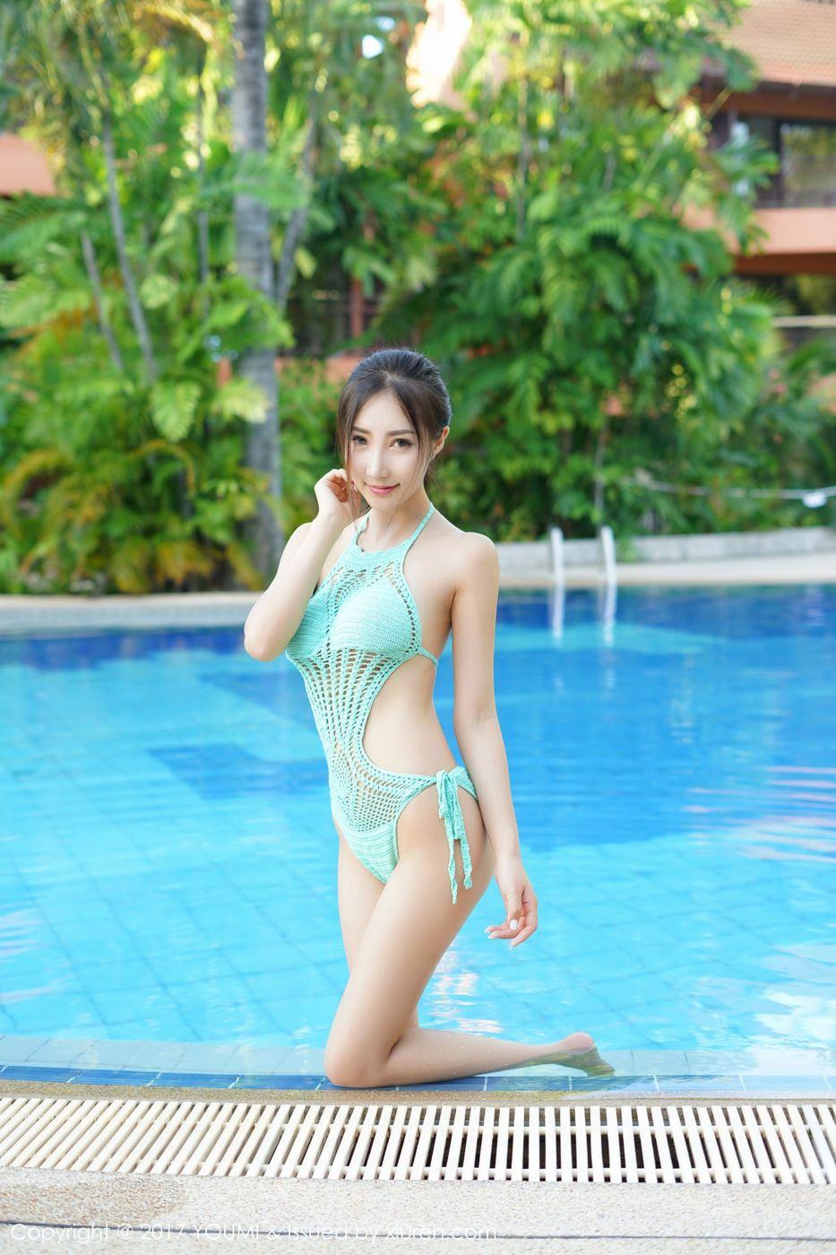 [YOUMI尤蜜荟] 性感女神Yumi尤美泳池比基尼黑色情趣透视装普吉岛旅拍第一套 Vol.053