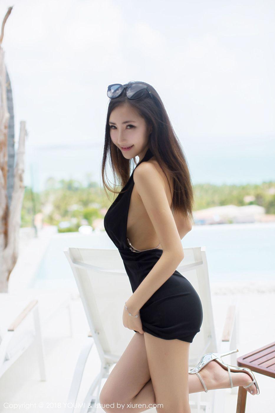 [YouMi尤蜜荟] 性感女神Yumi尤美泳池比基尼内衣诱惑苏梅岛旅拍写真 Vol.172