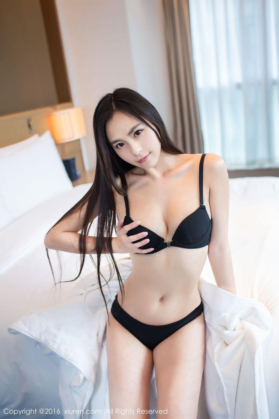 [XiuRen秀人网] 清纯美女Moa小姐白皙爆乳比基尼内衣诱惑养眼写真 No.535