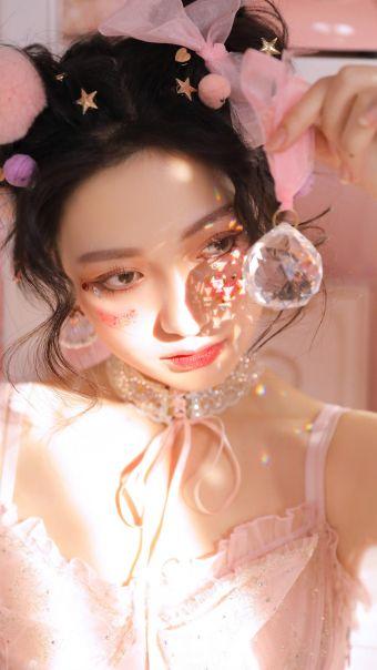 甜美美女粉色系写真