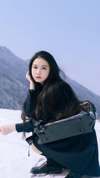 雪地校服美女