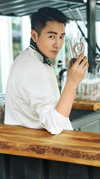 演员李宗翰绅士写真