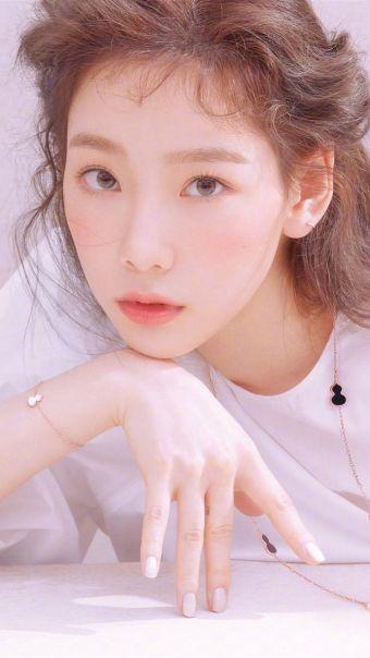 金泰妍粉色系写真