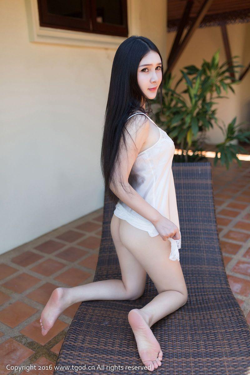 [YouMi尤蜜荟] 长发美女顾欣怡丝质吊裙真空美腿苏梅岛私房旅拍第一刊