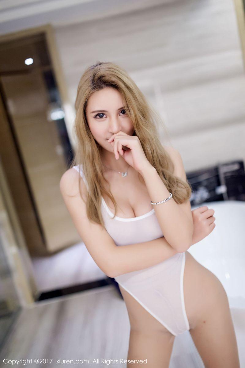 性感美女SOLO-尹菲职场OL黑丝美腿高叉泳衣第一季写真 No.857