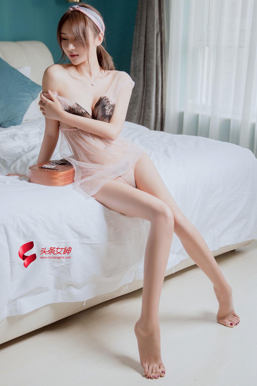 [TouTiao头条女神] 性感美女SOLO尹菲蕾丝开胸爆乳波涛胸涌诱惑写真套图