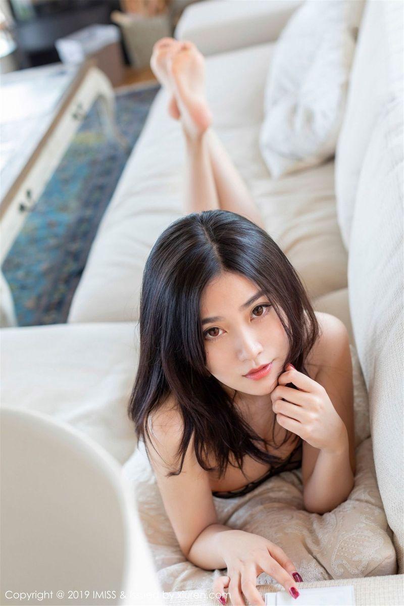 [IMiss爱蜜社] 性感美女许诺Sabrina孔雀蓝透视长裙美腿翘臀日本樱花旅拍 Vol.341